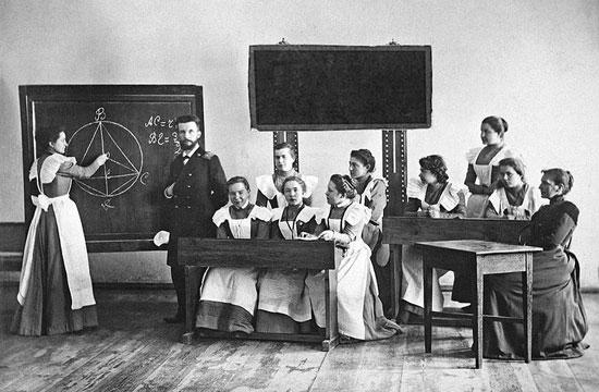 При Императоре Николае Втором в России введено обязательное начальное образование